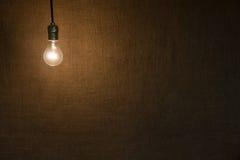 Предпосылка лампочки смертной казни через повешение Стоковые Фото