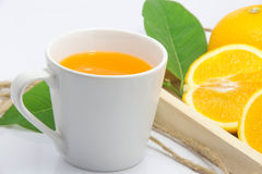Предпосылка апельсинового сока свежим изолированная апельсином белая Стоковое Изображение