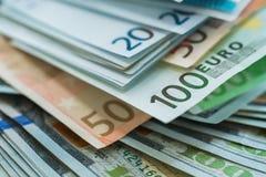 Предпосылка банкнот денег евро и доллара США Стоковое фото RF