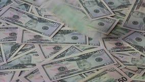 Предпосылка банкнот и падая доллары Стоковая Фотография