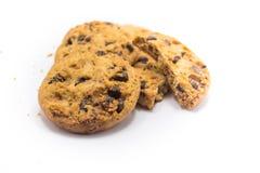 Предпосылка белизны печенья обломока шоколада Стоковое Изображение RF