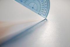Предпосылка белизны световых эффектов правителя масштаба Стоковые Фотографии RF