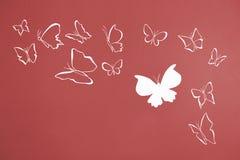 Предпосылка белизны silhouettes летать бабочек Стоковое фото RF