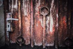 Предпосылка двери низкого основного освещения старая, старый свет двери и тень Стоковые Фото