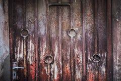 Предпосылка двери низкого основного освещения старая, старый свет двери и тень Стоковые Изображения RF