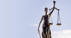 Предпосылка весов правосудия - законная концепция закона Стоковые Фотографии RF