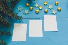 Предпосылка ветви рождественской елки с листами стоковое изображение