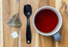 Предпосылка времени чая на древесине стоковая фотография