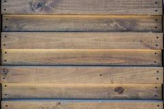 предпосылка всходя на борт древесины коричневой части крытой Стоковое Изображение