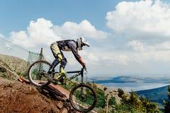 предпосылка горы всадника велосипед облаков и озера Стоковое Изображение