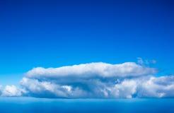 Предпосылка голубого неба с облаками Стоковое Изображение