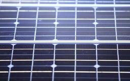Предпосылка голубых клеток панелей солнечных батарей Стоковое фото RF