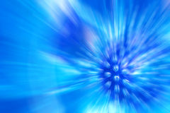 Предпосылка голубых световых лучей на синей предпосылке Стоковая Фотография RF