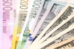 Предпосылка евро и долларовых банкнот фокус отмелый Стоковые Изображения