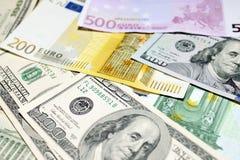 Предпосылка евро и долларовых банкнот фокус отмелый Стоковое Фото