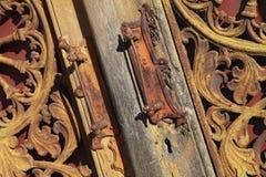 Предпосылка деревянных и металла средневековая винтажная двери Стоковое фото RF
