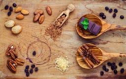 Предпосылка десертов Порошок шоколада в ветроуловителе Зажаренное в духовке какао Стоковые Изображения RF