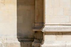 Предпосылка детали старого крупного плана каменной стены архитектурноакустическая стоковое изображение rf