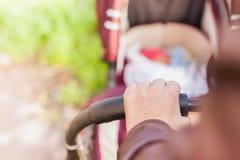 Предпосылка детской дорожной коляски на внешнем Стоковое Фото