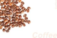 Предпосылка зажаренных в духовке черных кофейных зерен Стоковая Фотография