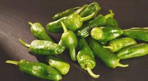 Предпосылка зеленых перцев - текстура зеленого перца, chili Стоковое фото RF
