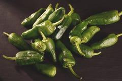 Предпосылка зеленых перцев - текстура зеленого перца, chili Стоковые Изображения