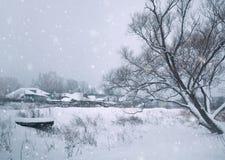 Предпосылка зимы рождества с снегом и деревьями Стоковая Фотография RF