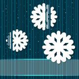 Предпосылка зимы с бумажными снежинками Стоковые Изображения RF