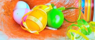 Предпосылка знамени с красочными пасхальными яйцами Стоковая Фотография RF
