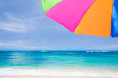 Предпосылка зонтика пляжа Стоковое Изображение