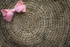 Предпосылка корзины Weave при свет shinning до конца Стоковые Изображения