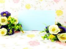 Предпосылка космоса и красивый букет искусственного цветка Стоковая Фотография