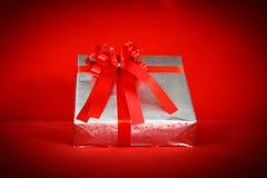 Предпосылка красного цвета подарочной коробки Стоковые Фотографии RF