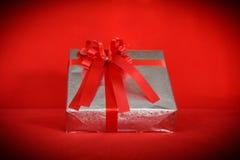 Предпосылка красного цвета подарочной коробки Стоковое Изображение