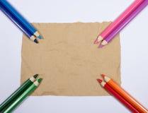Предпосылка красочных crayons карандаша задняя школа к Стоковые Фото