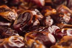 Предпосылка крупного плана плодоовощ даты Куча высушенного сияющего коричневого красного плодоовощ даты Стоковые Фото