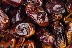 Предпосылка крупного плана плодоовощ даты Куча высушенного сияющего коричневого красного плодоовощ даты Стоковое фото RF