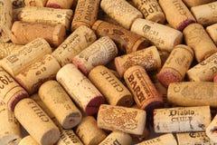 Предпосылка крышек вина пробочки известных брендов производителей вина Стоковое фото RF