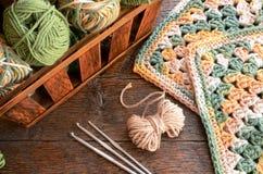 Предпосылка крюка пряжи вязания крючком и вязания крючком Стоковое Фото
