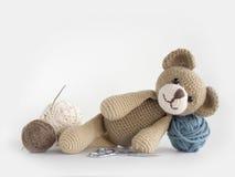 Предпосылка куклы вязания крючком стоковая фотография rf
