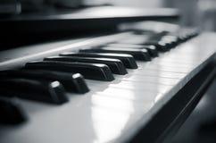 Предпосылка клавиатуры рояля регулятора midi Стоковая Фотография