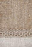 Предпосылка мешковины с кружевной и linen тканью Стоковая Фотография RF