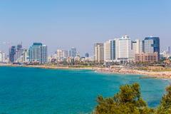 Предпосылка моря Тель-Авив зданий и квартир стоковое изображение rf