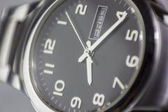 Предпосылка наручных часов с концепцией пятницы тринадцатых стоковая фотография rf