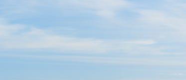 Предпосылка неба и облаков Стоковое Изображение RF