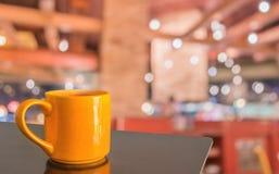 предпосылка нерезкости кофейни с изображением bokeh Стоковое Фото