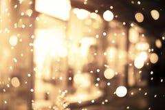 Предпосылка нерезкости торгового центра с светами праздника Стоковая Фотография RF