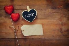 Предпосылка дня Валентайн Пары красных сердец яркого блеска Стоковое фото RF