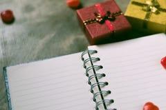 Предпосылка дня Валентайн Сердца валентинки с открытым пустым примечанием Стоковые Фото