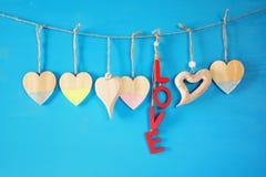 Предпосылка дня Валентайн Сердца на деревянной предпосылке Стоковое Фото